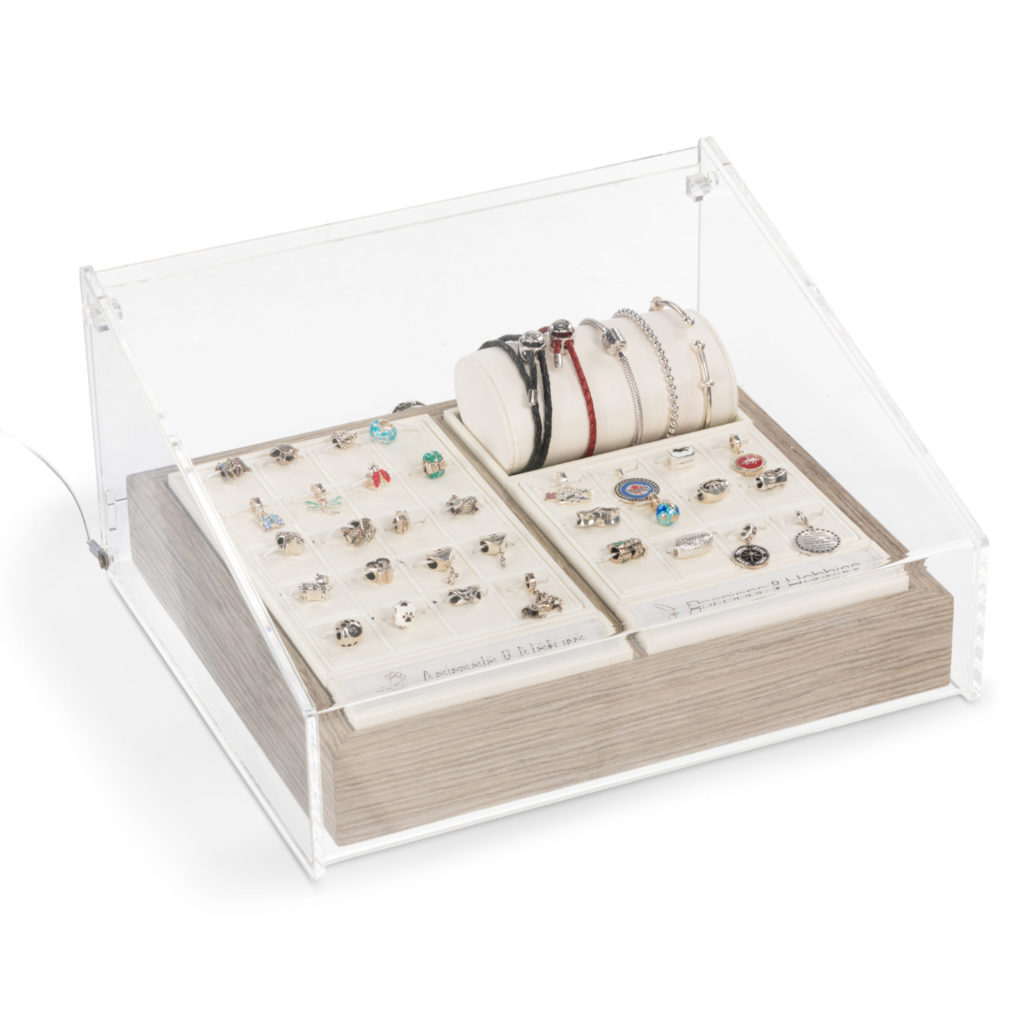 Merchandising Jewelry Solutions For Online Wholesale Jewelers